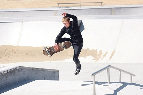 7 Tricks Every Beginner Skateboarder Should Learn For The ...